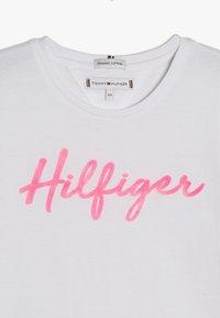 Tommy Hilfiger - TEE  - Triko spotiskem - white - 3