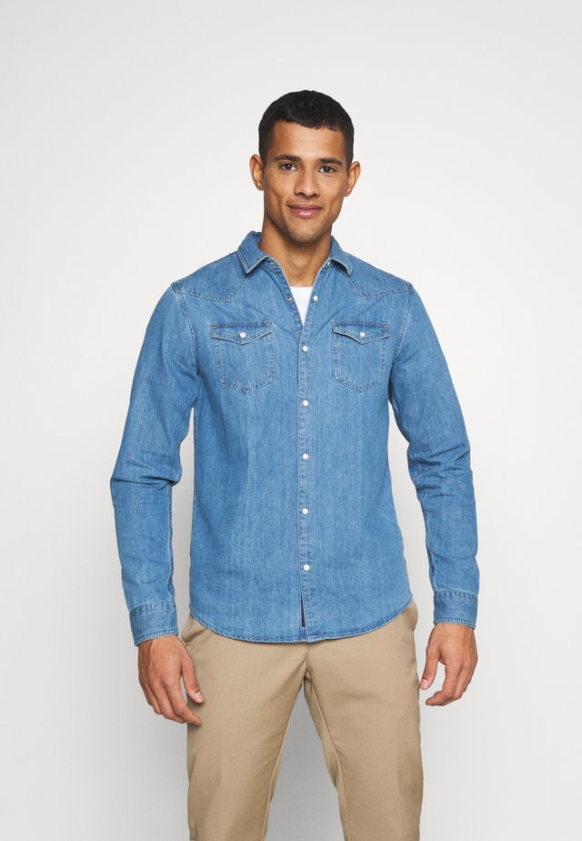 CLASSIC WESTERN IN SEASONAL WASHES - Camisa - light-blue denim