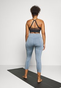 Nike Performance - YOGA RUCHE 7/8 TIGHT PLUS - Pantalón 3/4 de deporte - diffused blue - 2