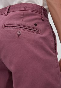 Marc O'Polo - SALO SLIM AUS STRETCH-DOBBY - Shorts - acai - 4