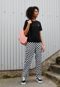 Vans - BOXY - T-shirts - black - 3