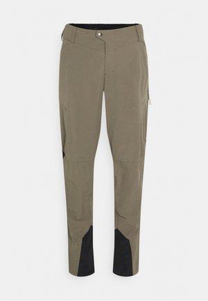 MENS QIMSA LIGHT PANTS - Outdoor trousers - coconut