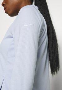 Nike Golf - Zip-up sweatshirt - ghost/white - 5