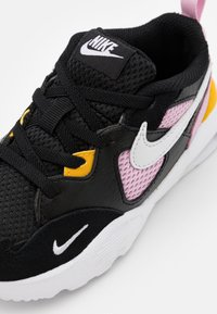 Nike Sportswear - AIR MAX FUSION - Sneakers basse - black/white/light arctic pink/dark sulfur - 5