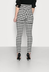 Missguided Petite - DOGTOOTH VICE - Jeans Skinny Fit - multi - 2