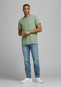 Jack & Jones - JORTONS TEE CREW NECK - Basic T-shirt - sea spray - 1