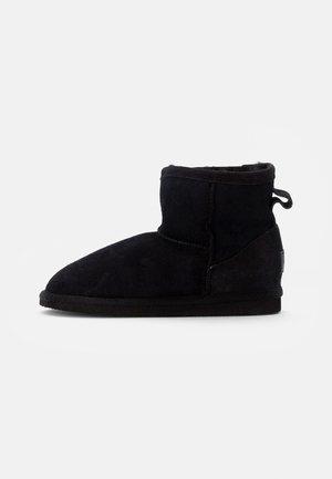 MORA - Kotníkové boty - black
