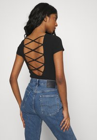 Hollister Co. - STRAPPY TIE BACK - Print T-shirt - black - 2