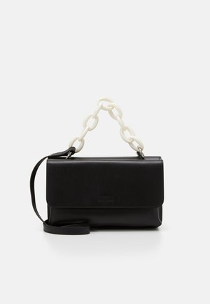 RECTANGLE BAG WITH CHAIN - Kabelka - black