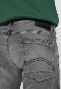 Tommy Jeans - RONNIE - Shorts di jeans - devon grey stretch - 5