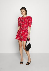 Who What Wear - THE PUFF BELTED DRESS - Kjole - red - 1