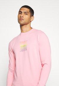 Tommy Jeans - LIGHT CREW - Sweatshirt - rosey pink - 3