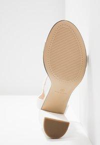 Dorothy Perkins - SHIMMER BLOCK - Sandaler med høye hæler - white - 6