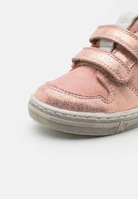 Froddo - DOLBY - Klittenbandschoenen - pink shine - 5
