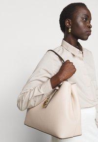 MICHAEL Michael Kors - TOTE - Håndtasker - soft pink - 0