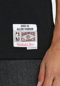 Mitchell & Ness - NBA PHILADELPHIA  ALLEN IVERSON SWINGMAN  - Article de supporter - black/white - 5