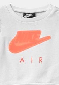 Nike Sportswear - AIR SET - Collegepaita - fireberry - 3