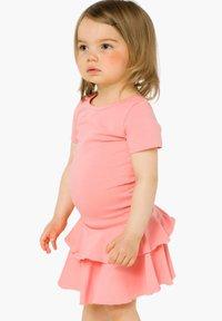 GUGGUU - T-SHIRT DRESS FRILLA - Day dress - pastel coral - 0