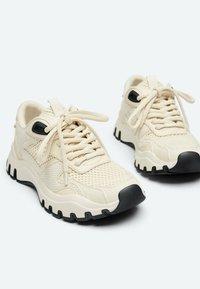 Uterqüe - Sneakers laag - beige - 5