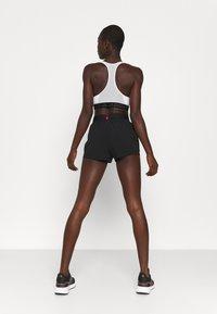 Hummel - PRO GAME SHORTS WOMAN - Sports shorts - caviar/marshmallow - 2