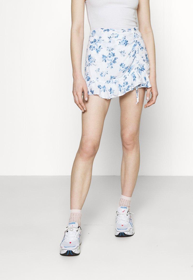Hollister Co. - RUFFLE SKORT - Shorts - white