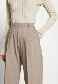 Filippa K - JULIE TROUSER - Kalhoty - beige - 4