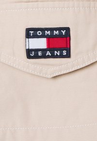 Tommy Jeans - BELTED OVERSHIRT - Blouse - smooth stone - 6