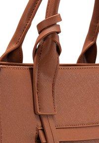 usha - Handbag - cognac - 5
