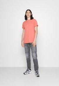 G-Star - 3D SLIM FIT - Slim fit jeans - grey denim - 1