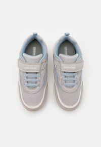 Geox - NEW TORQUE GIRL - Sneakers laag - light grey/sky - 3
