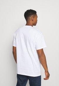 Carhartt WIP - BACKYARD - Print T-shirt - white - 2
