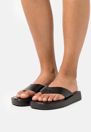 DORNEA - Sandalias de dedo - black