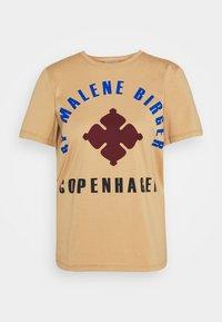 By Malene Birger - DESMOS - Print T-shirt - tan - 4