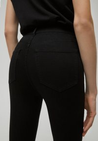 PULL&BEAR - Jeansy Skinny Fit - black - 4