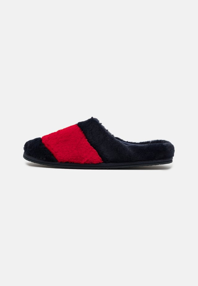 ESSENTIAL HOME SLIPPER - Slippers - red/white/blue