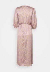 VILA PETITE - VIDOLETTA LILAC 3/4 WRAP DRESS - Kjole - celery/lilac flower - 1