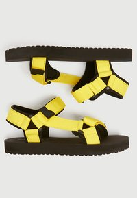 PULL&BEAR - NEONFARBENE SPORTLICHE - Walking sandals - mustard yellow - 3