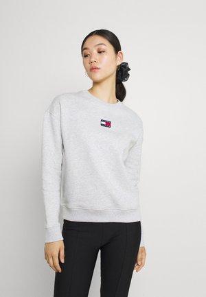 CENTER BADGE CREW - Sweatshirt - silver grey heather