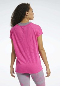 Reebok - BURNOUT T-SHIRT - T-shirts med print - pink - 2