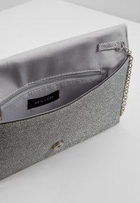 New Look - MIRRI GLITTER - Clutch - silver - 6