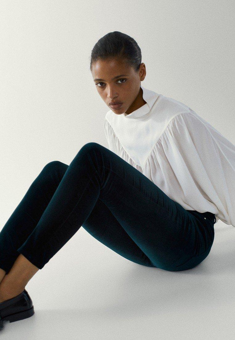 Massimo Dutti - MIT HOHEM BUND - Jeans Skinny Fit - green