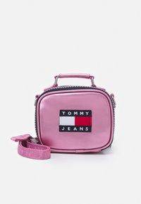 Tommy Jeans - HERITAGE NANO BAG - Kabelka - pink - 0