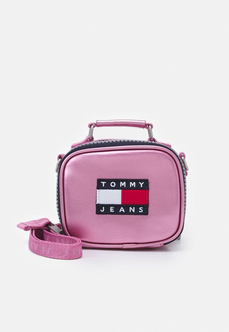 Tommy Jeans - HERITAGE NANO BAG - Kabelka - pink