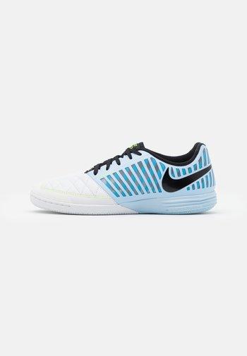 LUNARGATO II - Indoor football boots - celestine blue/black/laser blue/volt