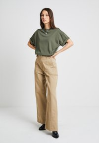 G-Star - ARMY WIDE LEG - Flared jeans - sahara - 1