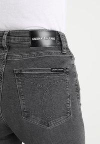 Calvin Klein Jeans - CKJ 010 HIGH RISE SKINNY  - Skinny džíny - stockholm grey - 5