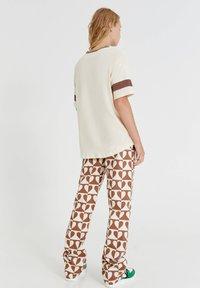 PULL&BEAR - Print T-shirt - mottled beige - 2