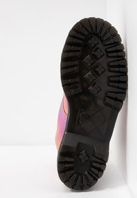 Dr. Martens - MOLLY - Botines con plataforma - pink iridescent - 6