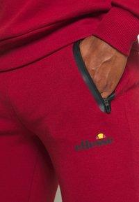 Ellesse - OSTERIA - Pantalon de survêtement - dark red - 4
