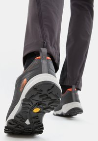 The North Face - M ULTRA FASTPACK IV FUTURELIGHT - Hiking shoes - zinc grey/persian orange - 1